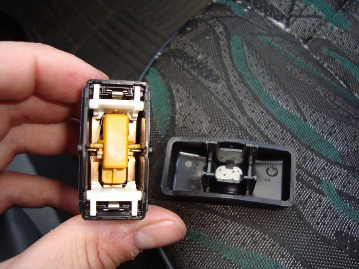 заменить лампочку в кнопке стеклоподъемника toyota levin
