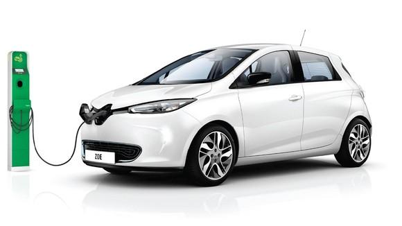 Выводить на рынок новые электромобили