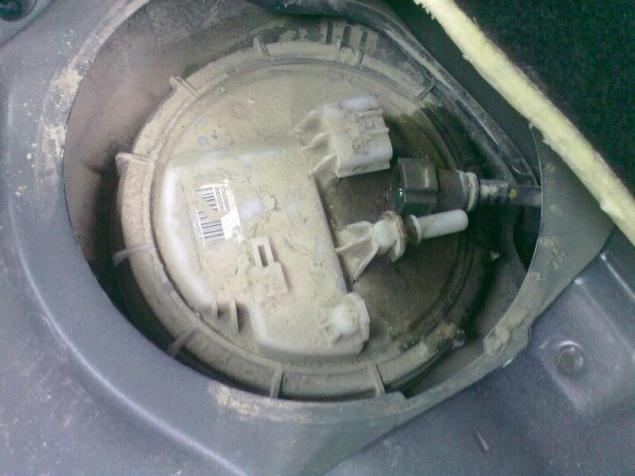 Где находиться топливный фильтр рено флюенс
